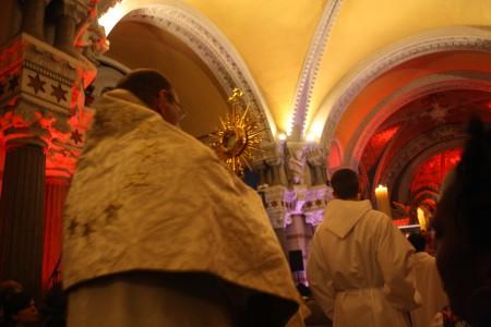 Pilier : l'Adoration perpétuelle
